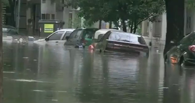 Argentina floods: Dozens dead in La Plata and Buenos Aires