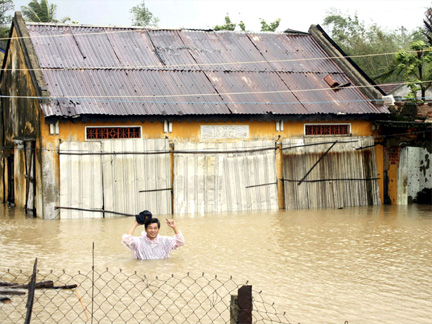 Vietnam Floods - Torrential Rain in North Leaves 3 More ...