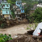 buildings-being-washed-away-by-the-flooded-mandakini-river