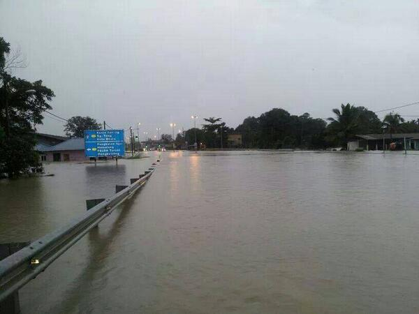 Dungun Floods. Photo: twitter.com/fizhangah
