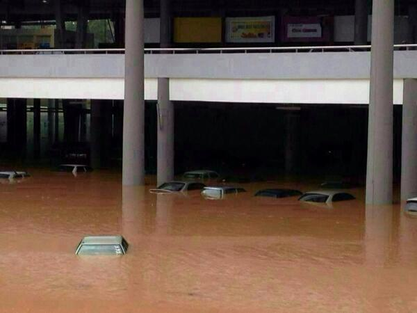 Kuantan Floods. Photo: twitter.com/ngakorming