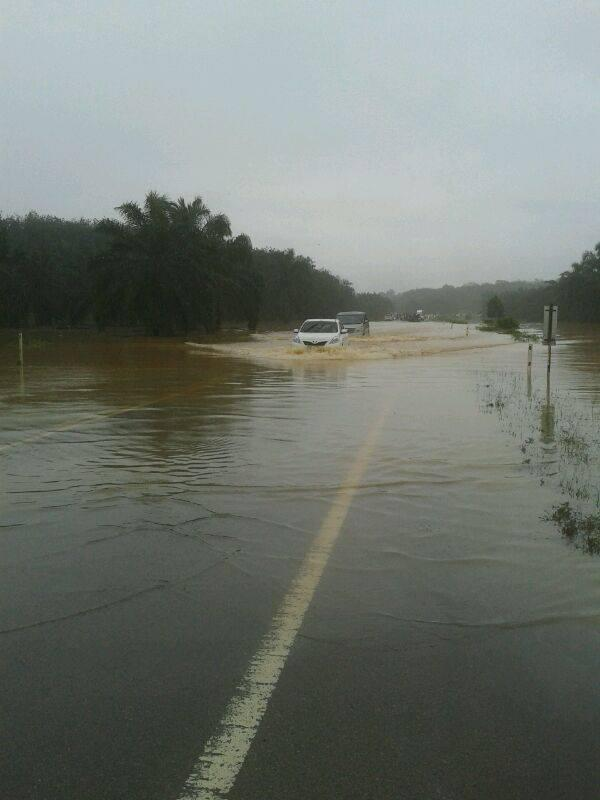 Mersing Floods. Photo: twitter.com/azmi848285