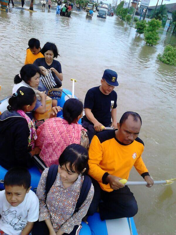 Kudus Indonesia  city photos gallery : floods kudus indonesia