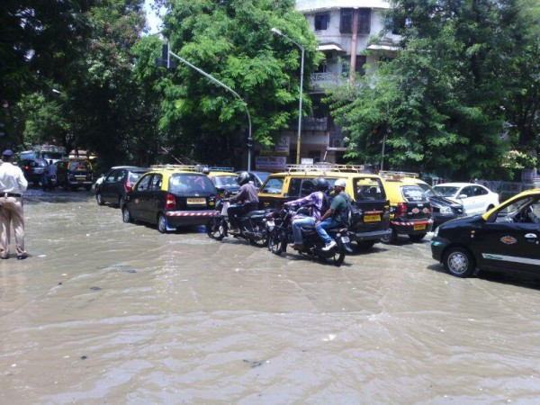 Flooded roads after the high tide in Mumbai, 12 June 2014. Photo: JainVishal0752 @ twitter