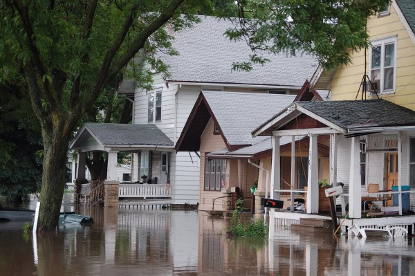 Flooded houses Cedar Rapids 2008. Photo:  U.S. Geological Survey