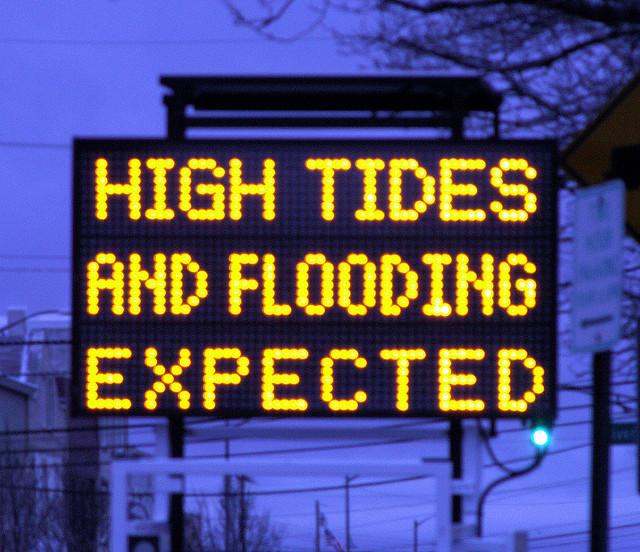 Uk Floods New Tidal Flood Warning Signs For Norfolk