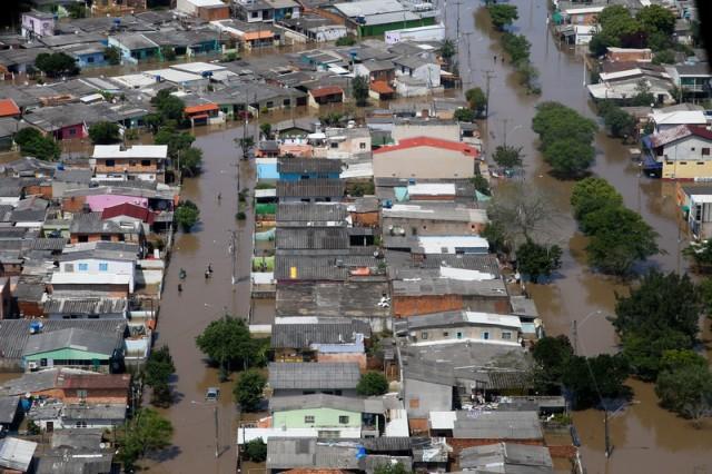 Brazil floods 1 500 displaced in porto alegre rio for Porte 12 fooding
