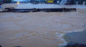 Indonesia – Floods Leave Hundreds Stranded in Padang – 1 Dead After Floods in Magelang