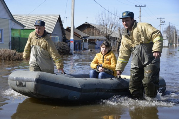 Flood rescue in Tyumen. Photo: EMERCOM