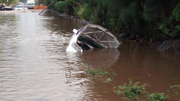 Floods in South C, Nairobi, Kenya, April 2016. Photo: Kenyan Traffic