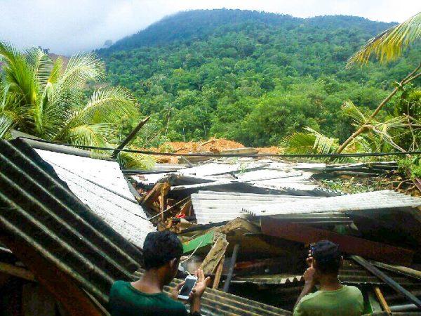 Aranayake landslide, 18 May 2016. Photo: Sri Lanka Red Cross Society