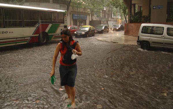 Surface flooding in Buenos Aires, March 2008. Photo: Beatrice Murch under CC BY 2.0
