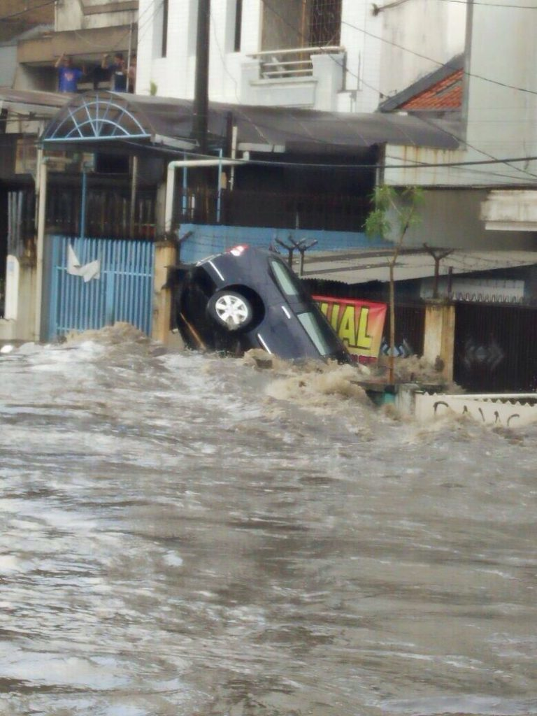 Floods in Bandung, West Java, 24 October 2016. Photo: BNPB