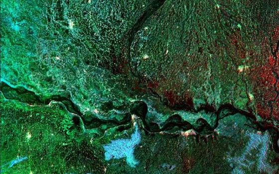 An ALOS PALSAR image indicates areas inundated with water. The colour red signifies flooding while black marks normal water bodies and/or water flow. (ALOS PALSAR/JAXA)
