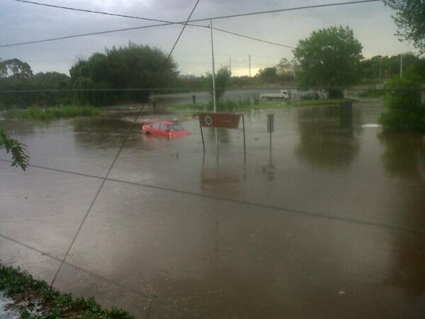 Floods in the Florida area of Johannesburg. Photo: twitter.com/Rainbowfm_907
