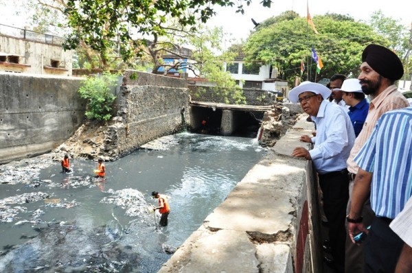 Cleaning the Mithi River. Photo: MMRDA