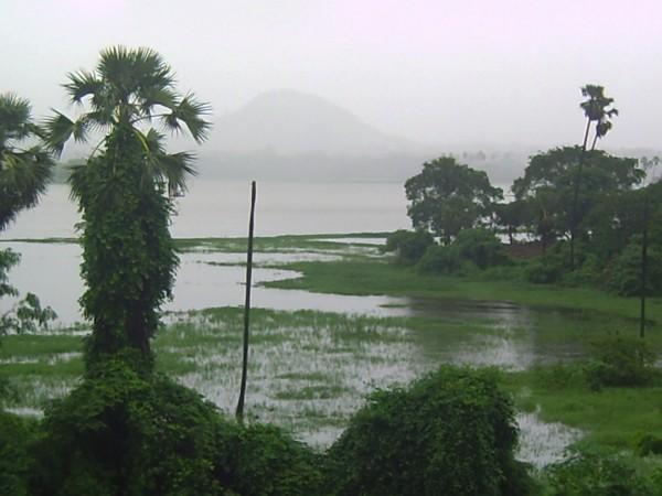 powai lake mumbai floods 2005