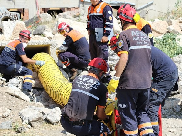 AFAD rescue teams in action. Photo: AFAD