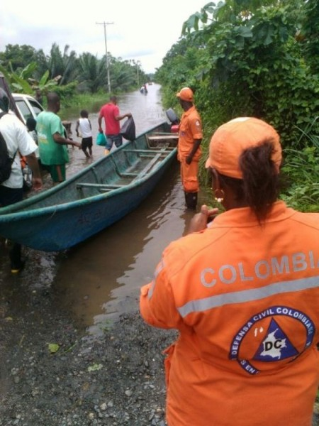 Assisting flood affected communities in Nariño Department, January 2016. Photo: La Defensa Civil Colombiana