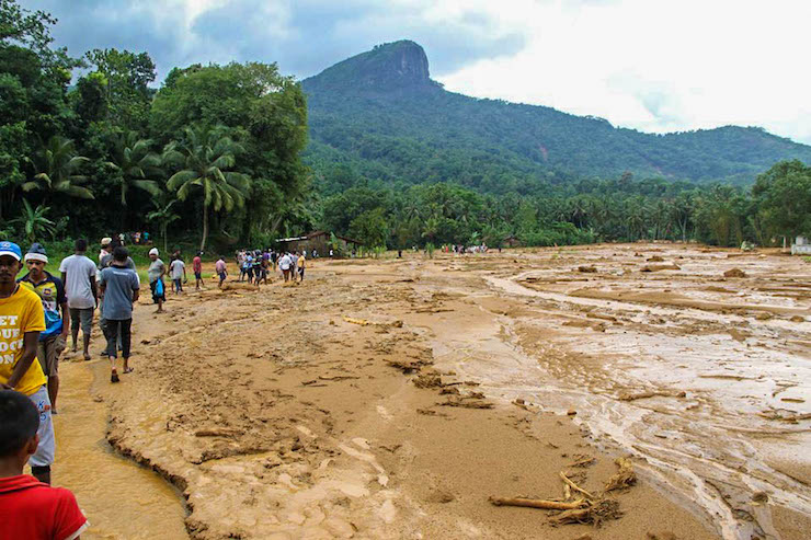 Sri Lanka Floods - Thousands More Displaced as Military ...