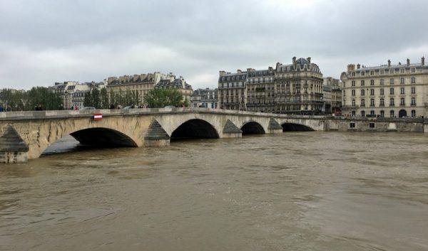 Bridge over the swollen Seine, Paris, June 2016. Photo credit, CC BY-NC 2.0
