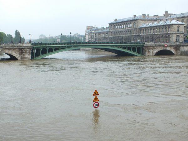 Swollen Seine River in Paris, June 2016. Photo: Jean-Claude Utard, CC BY-NC 2.0