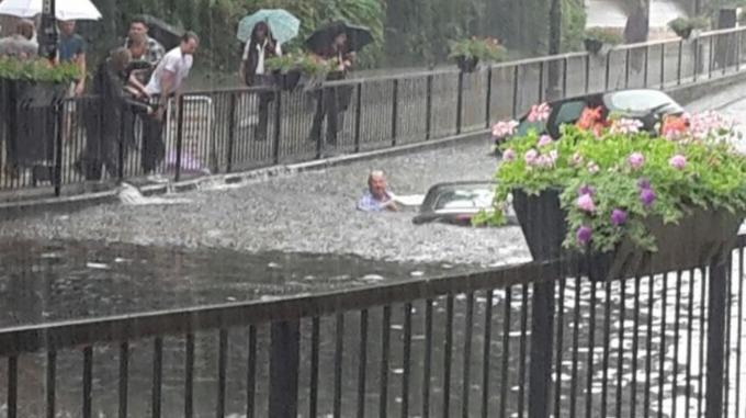 Vehicle trapped in flood water in Wallington, London, 07 June 2016. Photo: London Fire Brigade