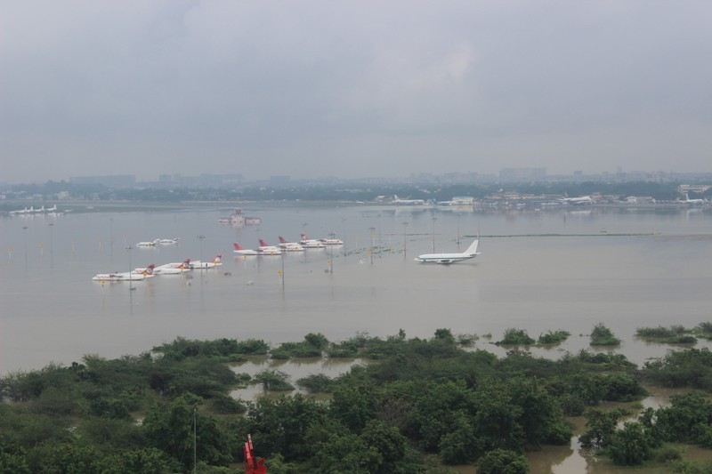 Aerial view of submerged Chennai airport taken by Indian Air Force helicopters following heavy rains in Tamil Nadu, December 2015. Photo: Indian Air Force