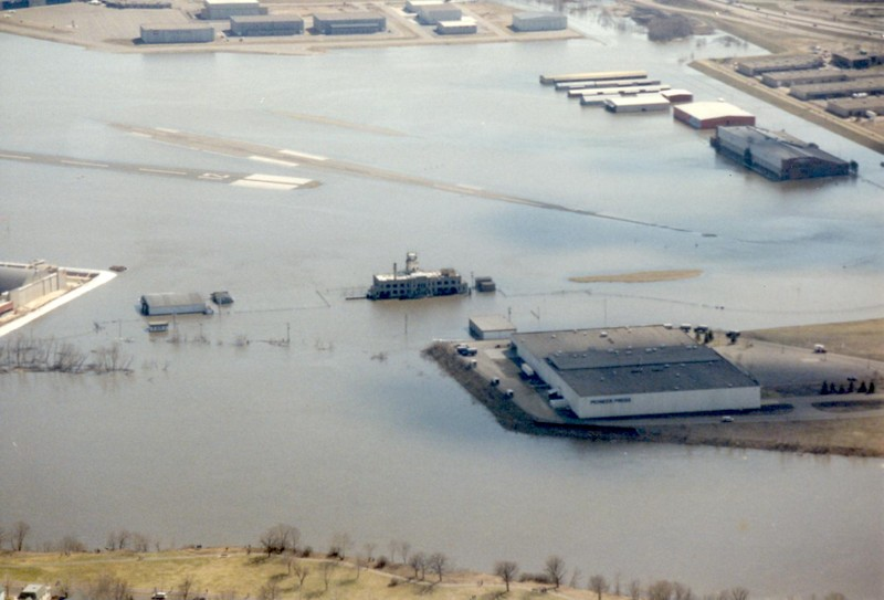 Flooding at St. Paul Airport, Minnesota 1995. Photo: Timothy Aanerud under Creative Commons