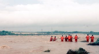 India  – 400 Rescued From Floods in Gujarat