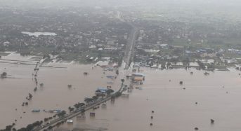 India – Dozens Dead, Thousands Displaced as Floods Worsen in South and West