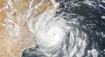 Oman – Rain and Winds From Tropical Cyclone Hikaa Prompt Evacuations and Rescues