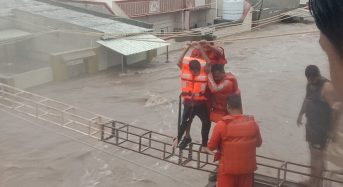 India – Thousands Displaced by Floods in Gujarat After 500mm of Rain in 24 Hours